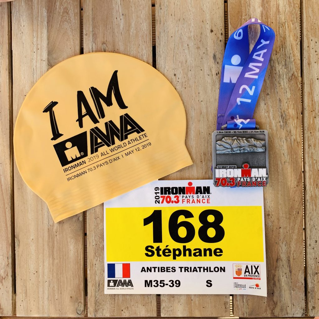 Bonnet AWA, dossard et médaille FINISHER Ironman 70.3 Steph Explore