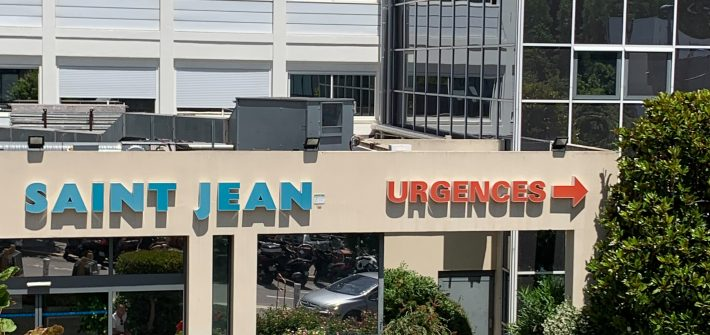 Entrée de la clinique Saint-Jean de Cagnes-sur-mer